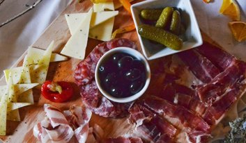 plater with cheese and ham in restaurant Ponte Porton in Istria